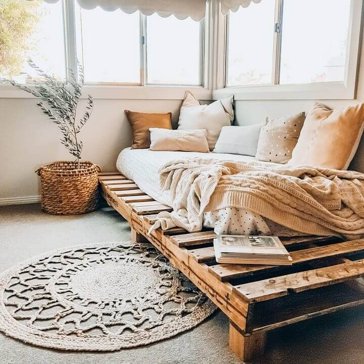 pallet bed daybed
